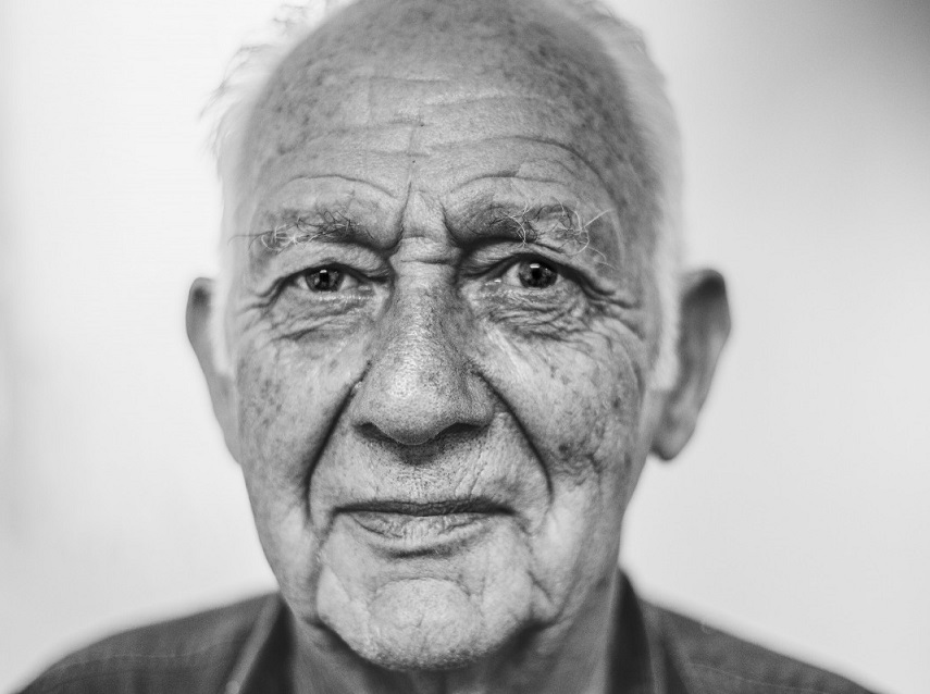 How to photograph old people
